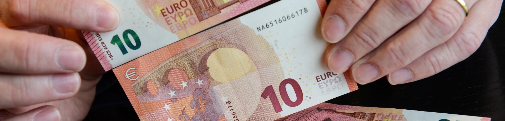 Le nouveau billet de 10 euros présenté en Allemagne, le 11 septembre 2014.
