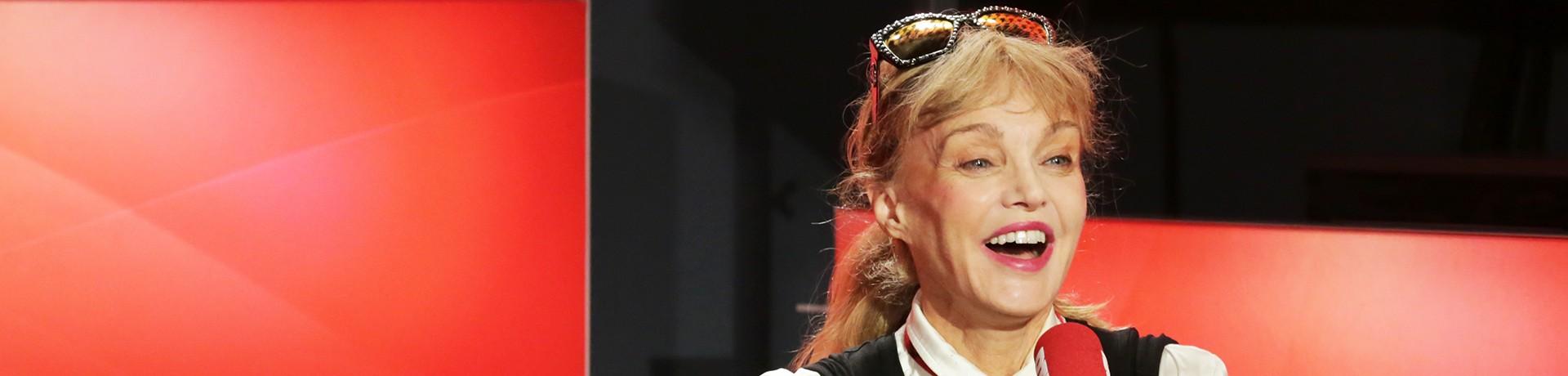 """Arielle Dombasle dans """"Les Grosses Têtes"""""""
