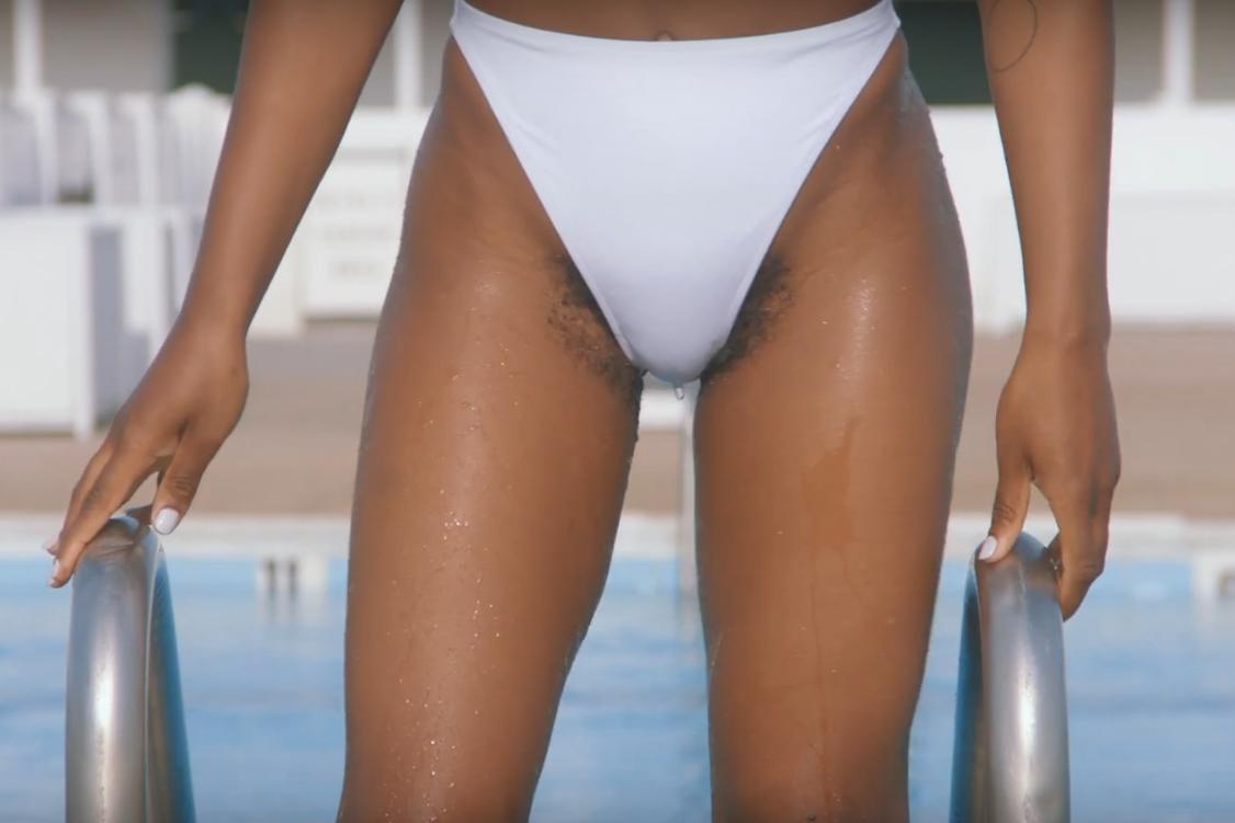 Video Une Marque De Rasoir Montre Pour La Premiere Fois Des Poils Pubiens