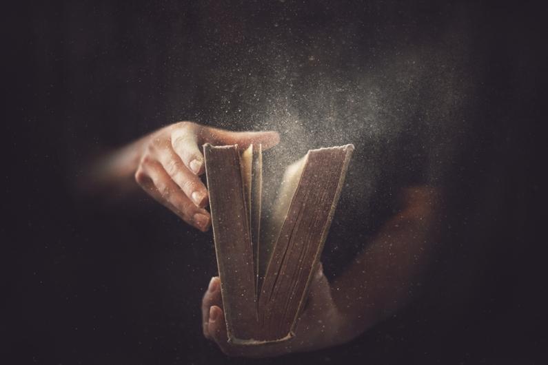 Société : lire un livre est-il devenu démodé ?