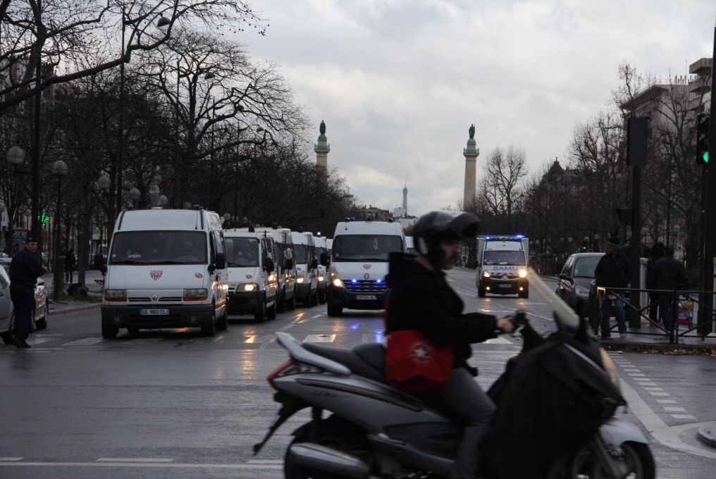 Des camions de police Porte de Vincennes