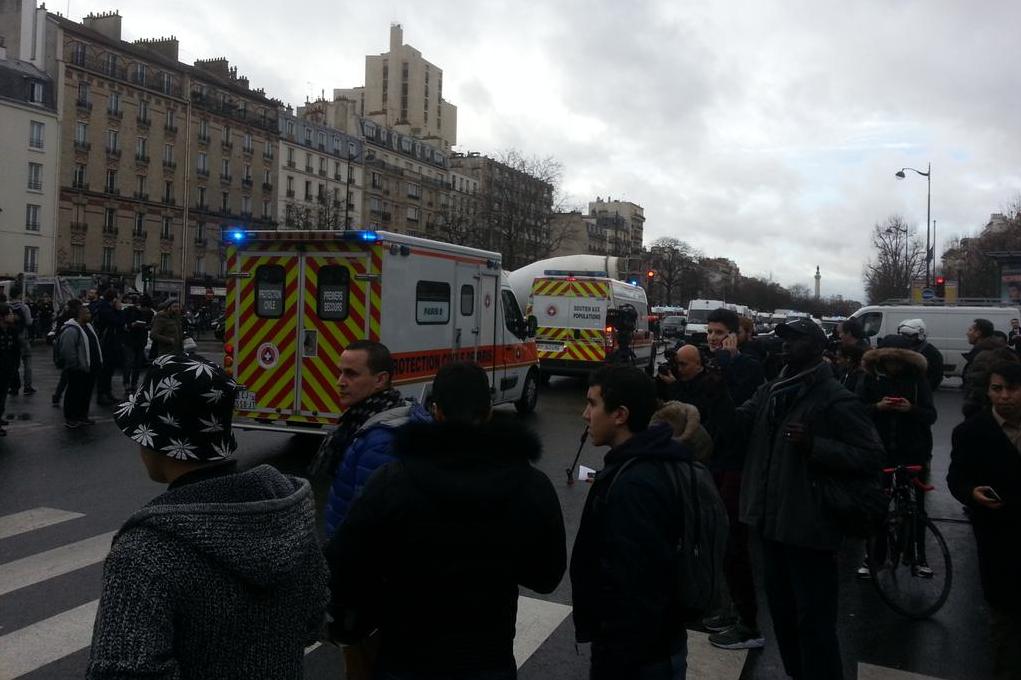 Des camions porte-civiles Porte de Vincennes
