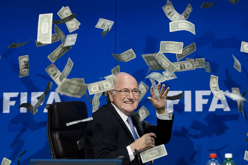 Grâce au montage d'un internaute, le président de la FIFA n'a plus l'air si malhereux