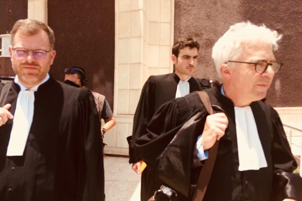 Les deux avocats de la Française sont venus de Paris.