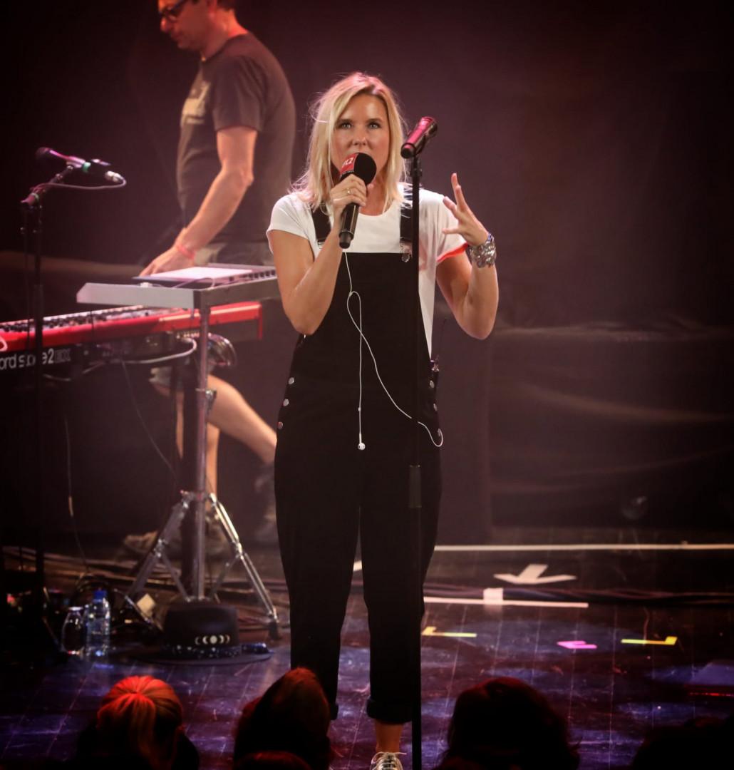 Stéphanie Renouvin sur la scène du RTL2 Pop-Rock Live au Trianon