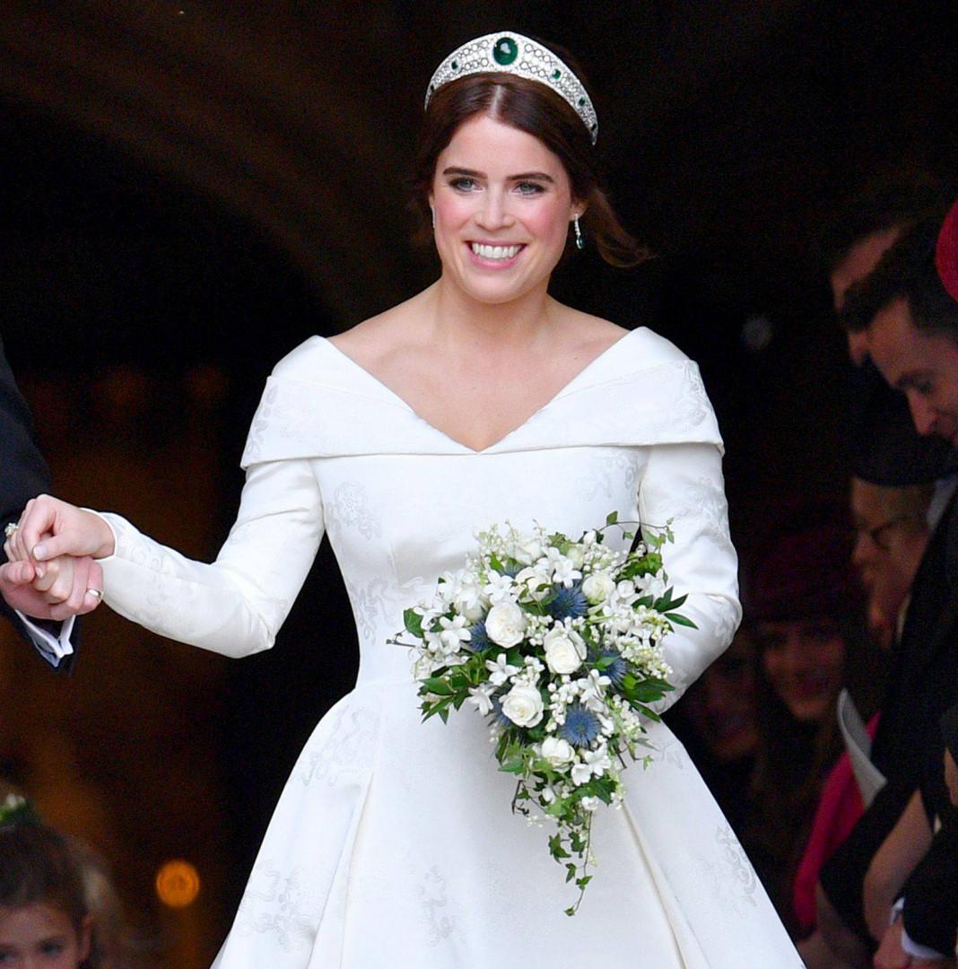 La princesse Eugenie portait un simple bouquet de fleurs blanches
