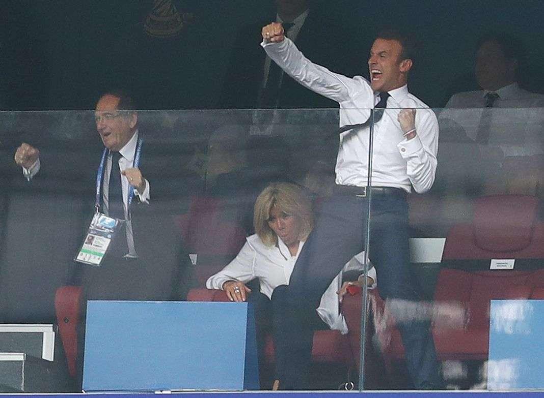 Le président de la République, Emmanuel Macron, laisse exploser sa joie lors de la victoire de la France au Mondial 2018.