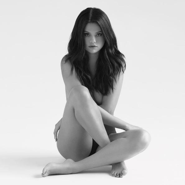 """Selena Gomez s'est dénudée pour la pochette de son dernier album, """"Revival"""""""