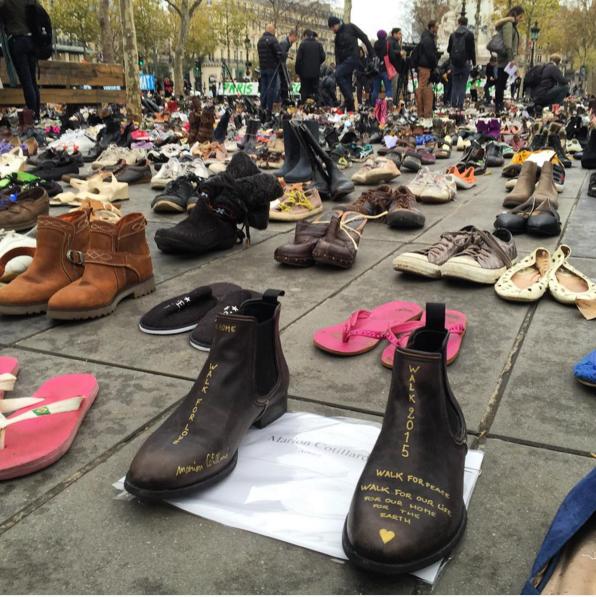 Les chaussures de Marion Cotillard au milieu de celles des anonymes