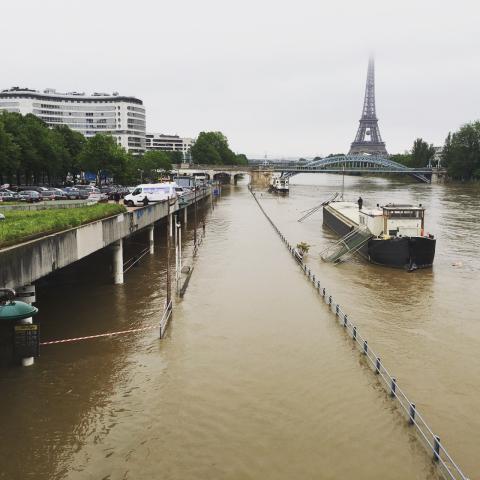 Photo prise depuis le pont de Grenelle à Paris