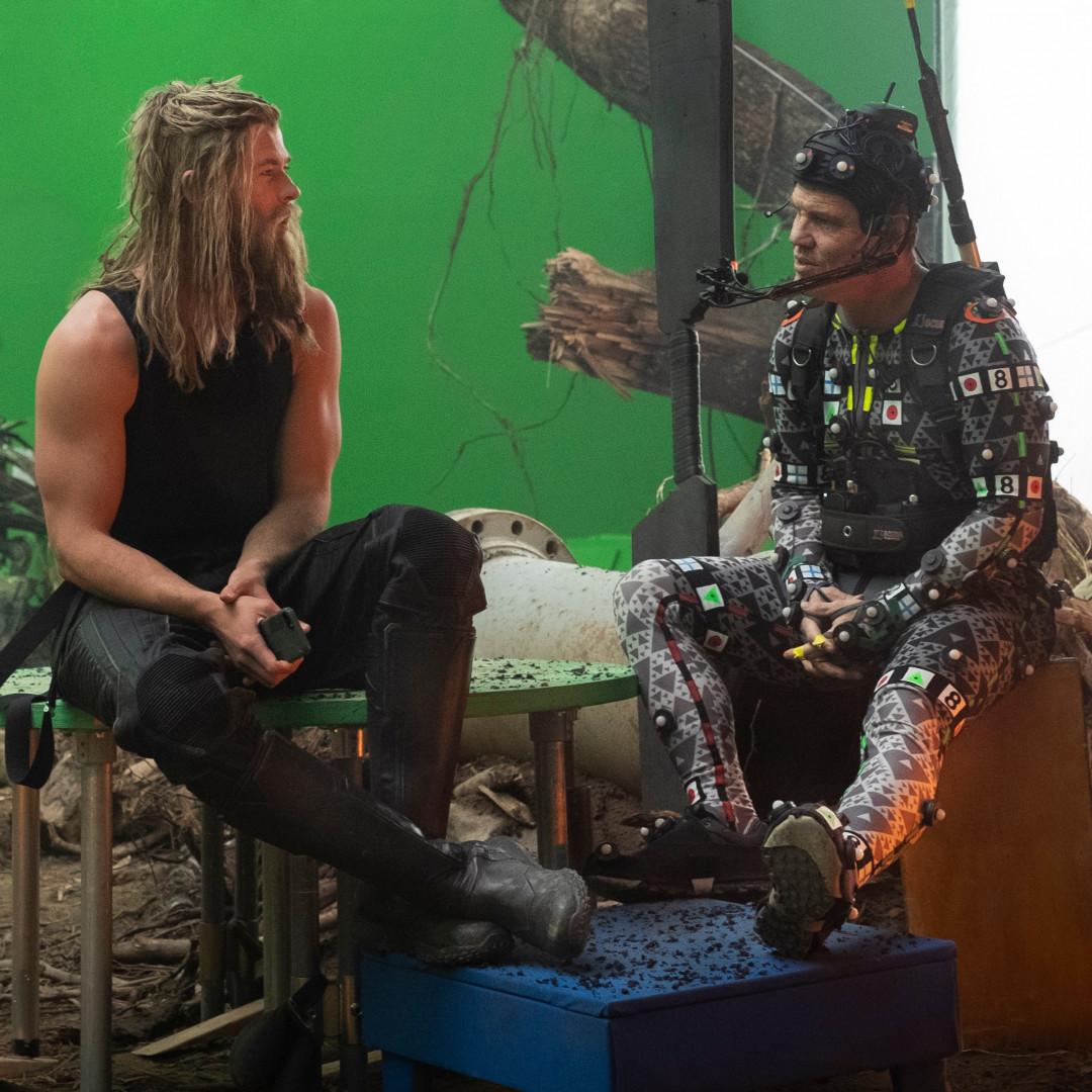 """Thor """"Big Lebowski"""" en pleine discussion sur son régime avec Thanos (Josh Brolin)"""