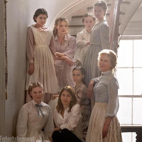 """Elle Fanning partage cette photo de """"The Beguilded"""", le prochain film de Sofia Coppola dont elle partage l'affiche avec Kirsten Dunst et Nicole Kidman"""
