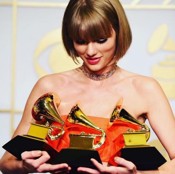 Taylor Swift perd une place avec 69,1 millions d'abonnés