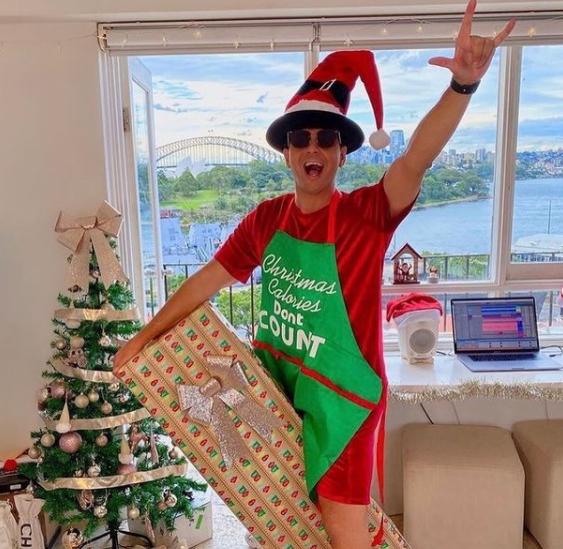 Timmy Trumpet ravi de déballer ses cadeaux