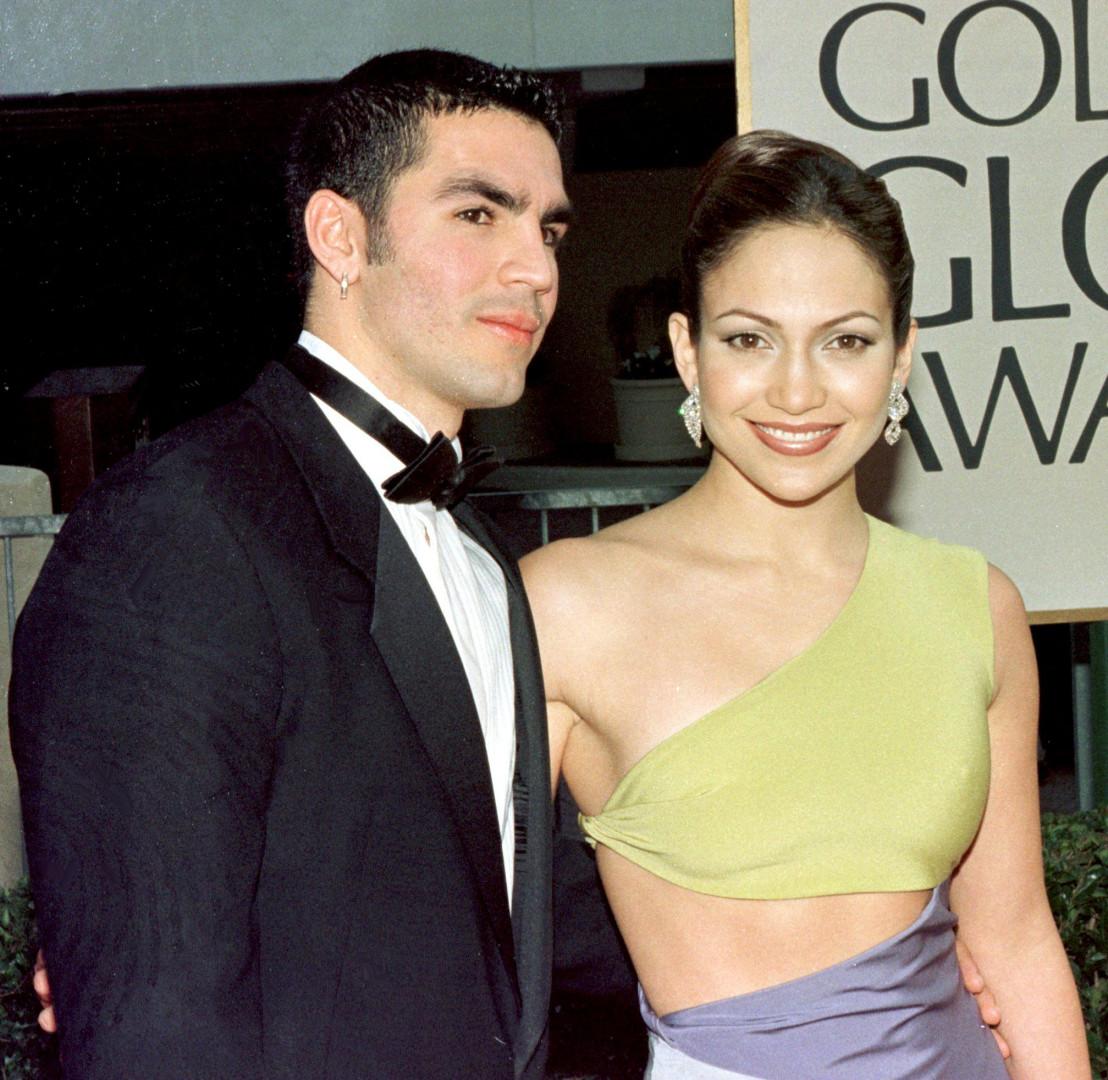 Jennifer Lopez en compagnie de son ex-compagnon Ojana Non, le 18 janvier 1998 à Bervely Hills