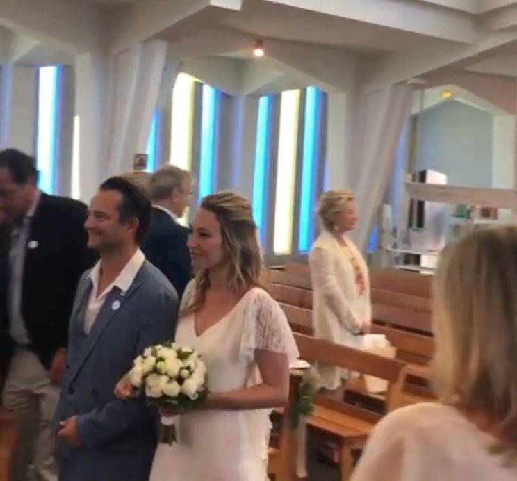 C'est David qui a accompagné sa sœur à l'autel