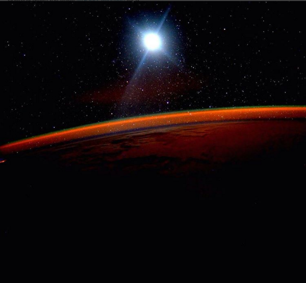 Scott Kelly prend une photo à son réveil, deux jours avant son retour sur Terre