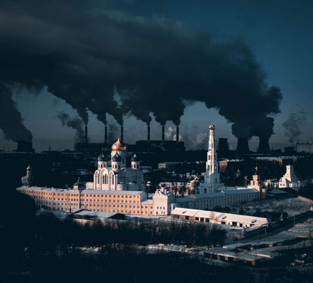 """Déclaration métaphorique sur la ville et l'hiver, 1ière place de la catégorie Urbain. """"Un monastère vieux de 500 ans dans la région de Moscou et une grande centrale électrique en arrière-plan."""""""