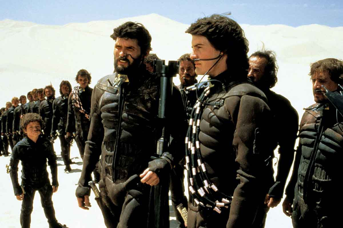 "Everett McGill interprétait Fremen Stilgar (gauche) dans le ""Dune"" de David Lynch (1985)"