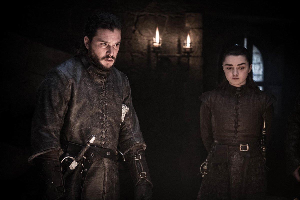 Début de la réunion au sommet avec en bout de table, Jon Snow et Arya Stark