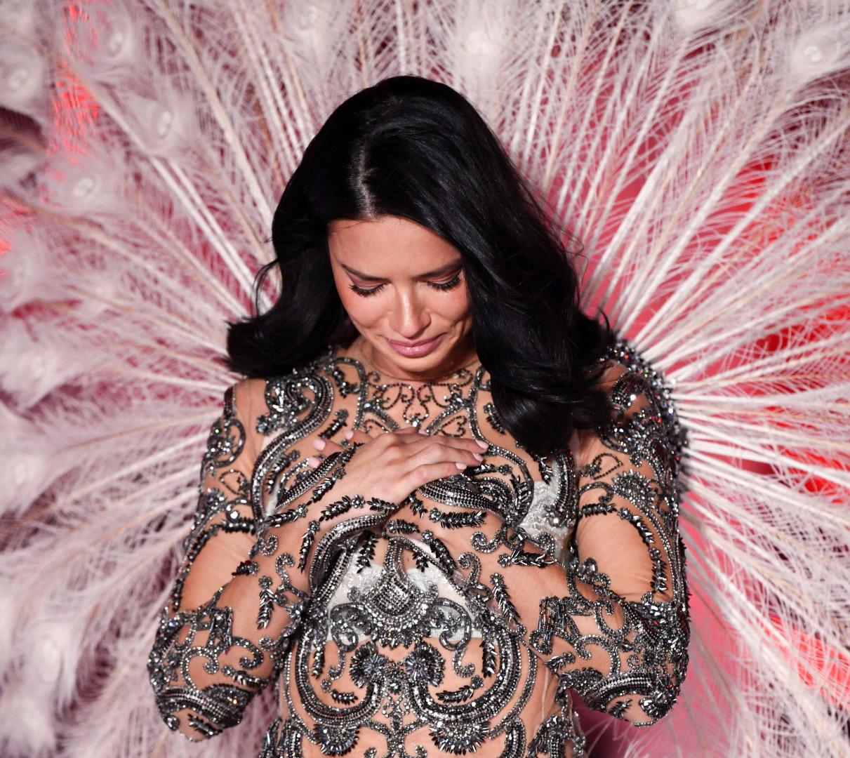Adriana Lima émue lors de ce 23ème défilé de Victoria's Secret à New York