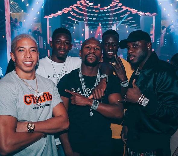 Ousmane Dembele avec le boxeur américain Floyd Mayweather, en soirée à Miami