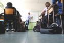 Une vidéo pédagogique, réalisée par Luc Hermann et Paul Moreira, sera diffusée dans les établissements scolaires afin de lutter contre les théories du complot.