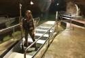 Camille, 29 ans, est guide dans le gouffre de Padillac
