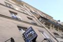 """Une pancarte """"À vendre"""" accrochée à un appartement (illustration)"""