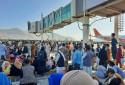 Des réfugiés afghans attendant à l'aéroport de Kaboul dans l'espoir de quitter le pays, le 16 août 2021