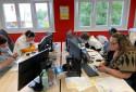 Des professionnels répondent aux appels passés au 3114, le numéro national de prévention du suicide