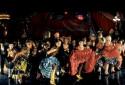 """La troupe des danseuses et danseurs du film """"Moulin Rouge !"""""""