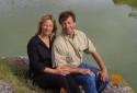 Françoise et Daniel Malgouyres posent le 16 mai 2001 devant leur propriété, construite sur les carrières Saint-Adrien de Servian, près de Béziers.