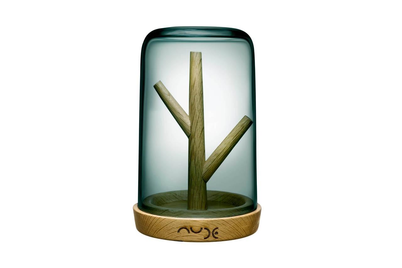 Rangez votre boite à bijoux et exposez vos bagues, colliers et bracelets sur cet arbre sous cloche. Porte-bijoux Blossom, Nude, 85 €