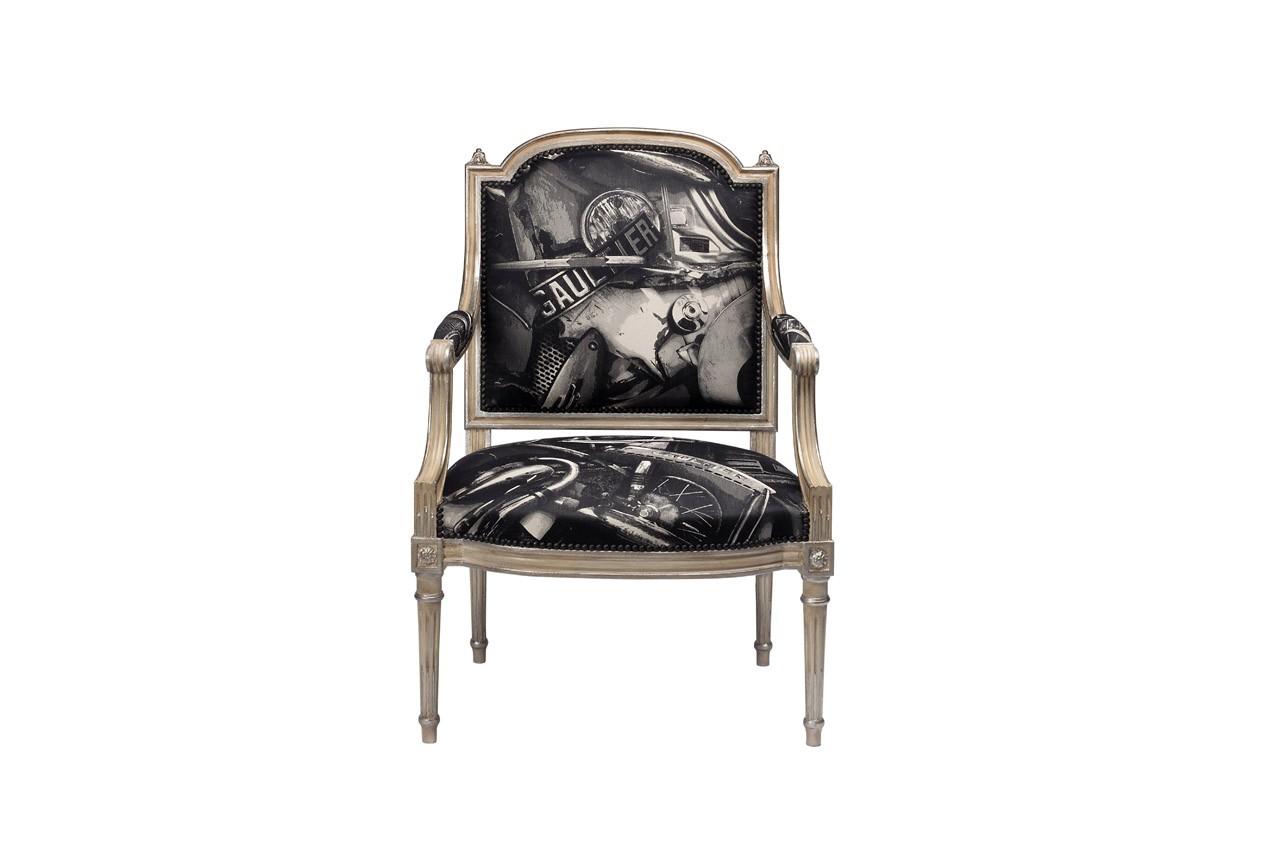 Cette bergère en hêtre joue les contrastes avec son tissu contemporain imaginé par Jean-Paul Gautier pour Lelièvre. Fauteuil Artigny, Taillardat, à partir de 3 444 €
