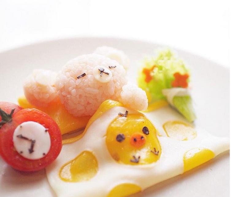 Un bébé ourson en boulettes de riz