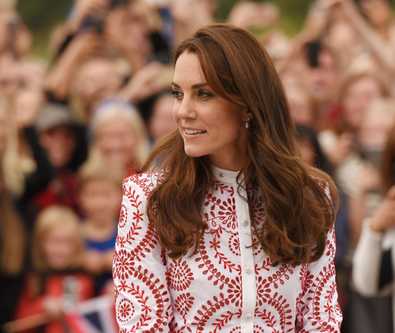 Le 25 septembre à Vancouver, Kate Middleton s'est parée de sa plus belle tenue aux couleurs du Canada