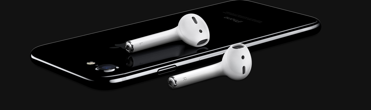 L'iPhone 7, accompagné d'AirPods