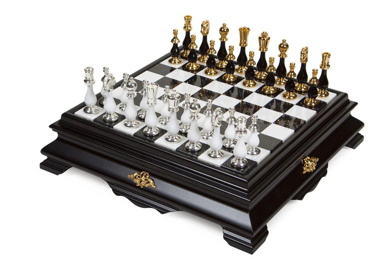 ... à des jeux de luxe fabriqués en bois et métaux précieux