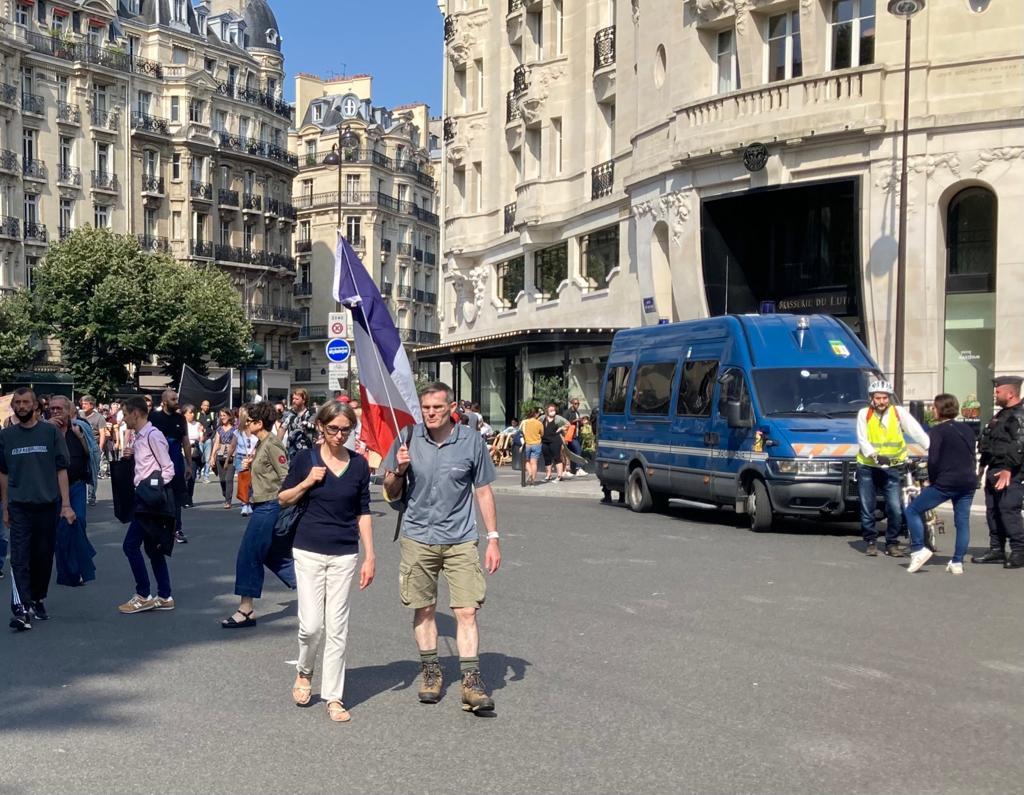 Des manifestants lors de la mobilisation anti-vaccin ce samedi 17 juillet à Paris.