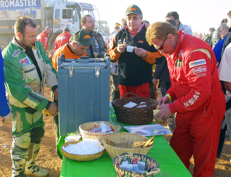4 janvier 2002 : au petit-déjeuner avec les autres concurrents