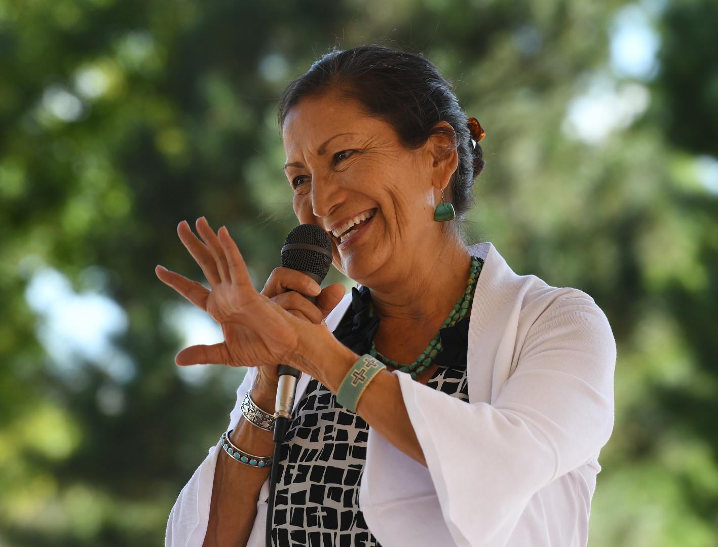 Deb Haaland lors d'un meeting à Albuquerque dans le Nouveau-Mexique le 1er octobre 2018