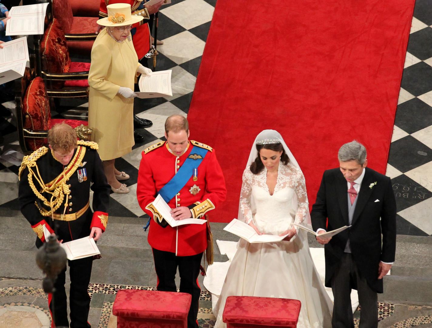 Devant l'autel pour le mariage de Kate et William, duc et duchesse de Cambridge, le 29 avril 2011