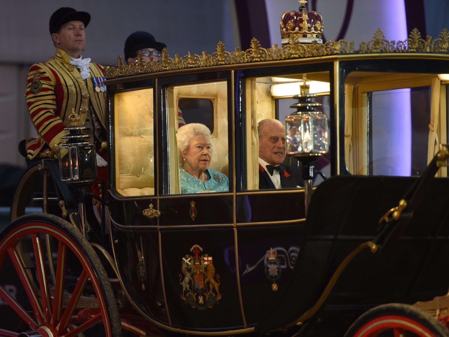 La reine Elizabeth et le prince Philip arrivent au château de Windsor pour assister au spectacle organisé en l'honneur des 90 ans de sa majesté