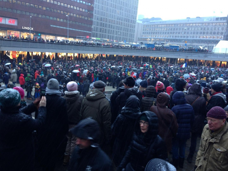 Stockholm rend hommage aux victimes des attentats en France