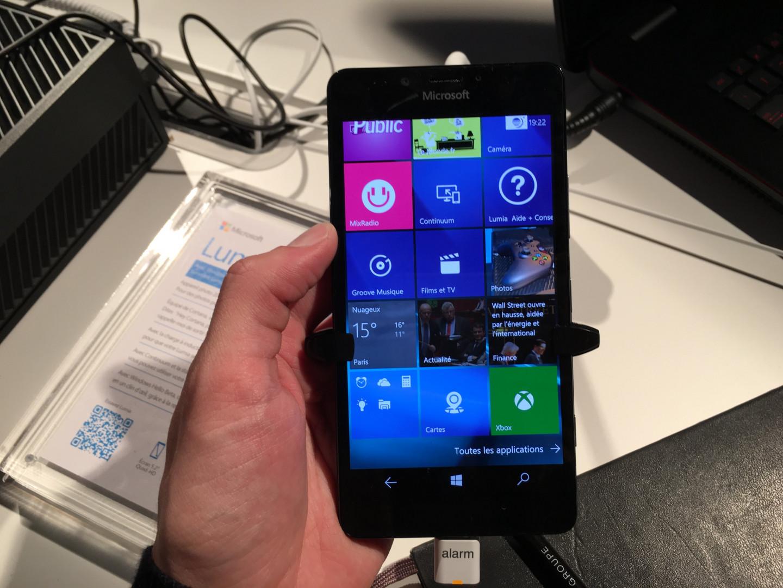 Le Lumia 950 au Windows Cube