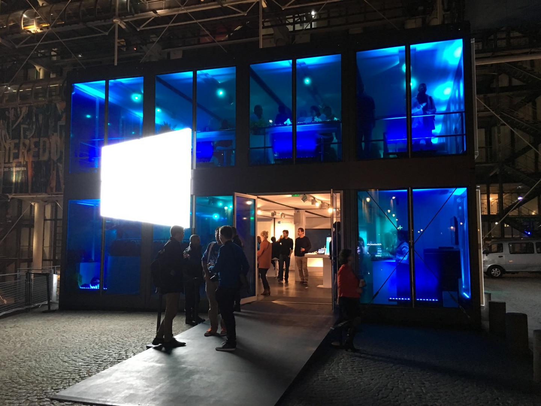 Le Windows Cube se dresse sur le parvis du Centre Pompidou jusqu'au 18 octobre