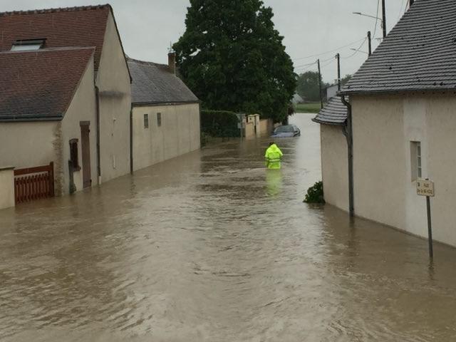 Le village de Gidy (Loiret) encerclé par les eaux