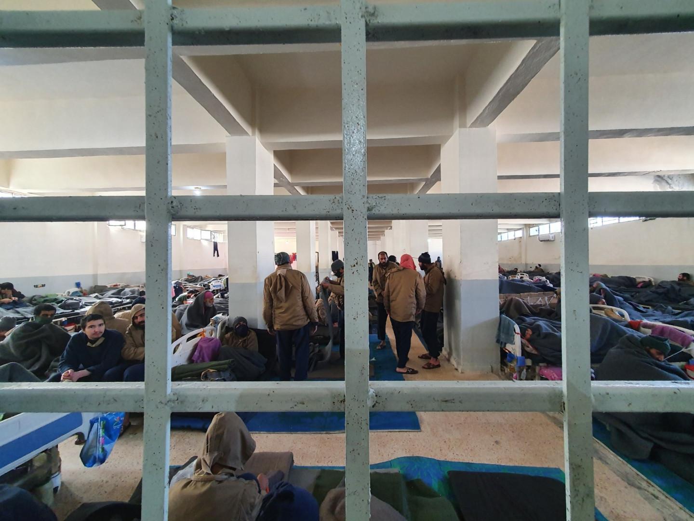 Les malades sont soumis aux même règles que les autres détenus. Aucune sortie, aucune information ne vient de l'extérieur. Leur seul avantage c'est d'avoir des fenêtres.