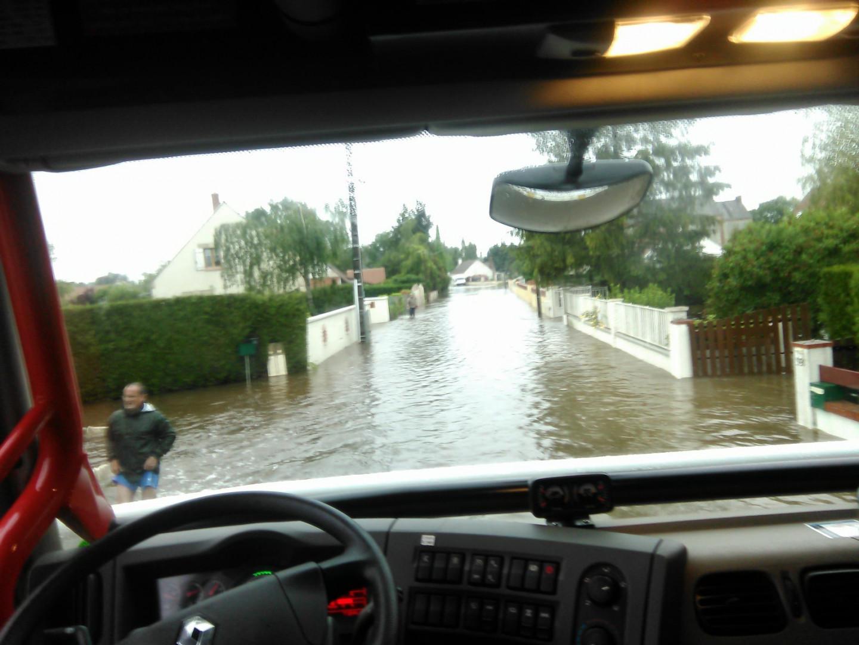 Evacuation du Petit Cossole à Chevilly (Loiret) le 31 mai 2016